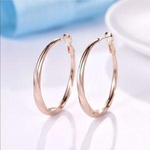 18k gold swirl hoop earrings